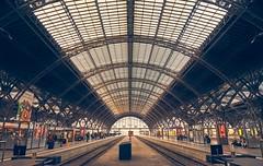 Leipzig Hauptbahnhof (da.ke) Tags: leipzig station train symmetry structure track glass steel germany saxony