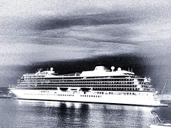 Bonjour à vous (Steeven Leïcam) Tags: street contrast dark boat merci mole vikings viking draft sète darker bonjourmonsieur bonjouràtous bateausète molesaintlouis boatisthebest