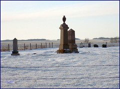 Greenville Cemetery SK 20191228_153533 DSCN7923 (CanadaGood) Tags: canada saskatchewan sk wolseley snow 2019 canadagood colour color decade2010 methodist cemetery grave fence barbedwire