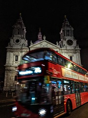 Saint Paul's Cathedral (Skip Plitt) Tags: london saintpaulscathedral doubledecker