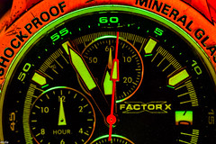 ... 5 to 12 ... (wolli s) Tags: hmm macromondays mondays redux2019 green macro makro red timepieces watch explore explored