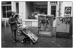 Invisible, Antwerpen 2019 (RieksKamphuis) Tags: street straatfotografie streetphotography bestblackandwhite blackandwhite bw zwartwit zw monochrome antwerpen belgium belgië sonya7iii tamron2875