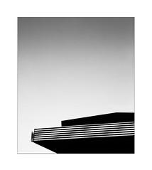 minimal roof (Armin Fuchs) Tags: arminfuchs lavillelaplusdangereuse würzburg roof niftyfifty