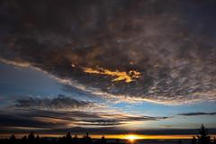Golden cloud (Deutscher Wetterdienst (DWD)) Tags: wetter weather himmel sky wolken clouds sonnenaufgang sunrise goldenermorgen goldenmorning