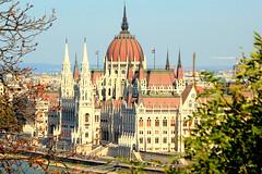 Budapest Hungary Ungarn Hongrie : Le parlement sur les bords du Danube, the parliament on the banks of the Danube, Parlament an der Donau. (Histgeo) Tags: budapest hungary ungarn hongrie parlement danube parliament parlament donau histgeo