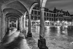 Courtyard of The Hague ... (Photostreamkatwijk) Tags: denhaag thehage zwartwitfotografie binnenhof centrum gebouwencomplex buildings center avondfotografie langesluitertijd