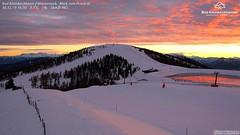 rot gespiegelt (bratispixl) Tags: snow nature sonnenfotografie weatherphotography mensch fotowebcameu schauen fotografieren zeigen teilen bratispixl canon printshot alpen europa austria red