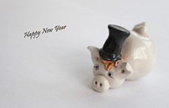 Happy New Year (© mpg) Tags: mpg2019 macromondays hmm redux2019 white hny happynewyear closeup macro whiteonwhite luck lucky photo foto redux pig charms luckycharms forluck