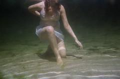 la belle des eaux calmes (BBarros) Tags: underwatermodel underwaterphotography underwaterart underwater film 135film filmphotography filmphotographer filmart nikonos analogue analoguephotography analog analoguephotographer whitedress
