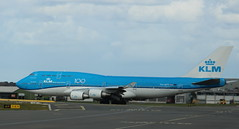 PH-BFY Boeing 747-406 SCD KLM Royal Dutch Airlines (lee_klass) Tags: phbfy boeing747 b744 boeing boeing747400 boeing747406 klm kl klmroyaldutchairlines aeroplane aviation aviationphotography aviationspotter aviationenthusiast aviationawards airliner aircraft aircraftphotography aircraftspotting aircraftphoto jetaircraft jetairliner jet jetairplane jetliner canon canoneos750d canonaviation canonef75300mmf456 amsterdamschipholairport ams eham amsterdam schiphol schipholairport netherlands airplane widebodyaircraft plane planespotting aviationphoto winglet transport airtravel travel airtransport vehicle