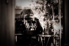 Te souviendras-tu de toutes nos promenades où toi, patient, tu attendais pendant que je m'attelais à prendre mes photos ? Toi. (LACPIXEL) Tags: sesouvenir remember recordarse promenade paseo walking photo foto patient paciente toi tú you reflet reflejo reflection sony flickr street saintgermainenlaye lacpixel