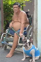 one-legged man and his dog (the foreign photographer - ฝรั่งถ่) Tags: onelegged man bulldog dog gate open wheelchair khlong thanon portraits bangkhen bangkok thailand nikon d3200