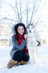 AQA_9329mini (Nadine Soucy) Tags: hiver quebec winter quebecoise husky dog chien neige snow cold woman female pretty jolie belle beautiful portrait