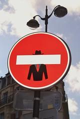 Clet_6917 place Claude Bourdet Paris 13 (meuh1246) Tags: streetart paris clet placeclaudebourdet paris13 chapeau cletabraham panneau