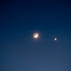 The Moon Rendezvoused with Venus in a Veil II (Kei Edamatsu) Tags: moon nature space sky venus crescentmoon cloud