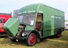 CUW 151C (1) (Nivek.Old.Gold) Tags: 1965 austin vak 100 parcels van 2998cc diesel brs noddy britishroadservices 2a639