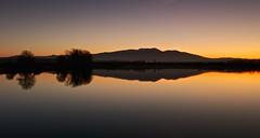 Luces en el Moncayo (explore 286) (pascual 53) Tags: canon 5ds 35mm ocaso laguna navarra reflejos colores calma larga exposicion