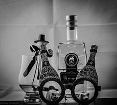 Silvester 2019 (Günter Hentschel) Tags: bw sw ohnefarbe blackwhite schwarzweis deutschland germany germania alemania allemagne europa nrw hentschel flickr 2019 dezember2019 12 dezember silvester whisky flasche fete party spas freunde nikon nikond5500 d5500