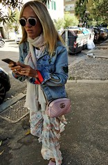 2019-12-31_10-09-52 (CK63) Tags: peopleinthestreet peoplewalking youngwoman streetfashion colorstreetphotography candidstreetphotography candidphotos unposed urbano fotografiacándida urbanimages juststreetphotography streetphotography