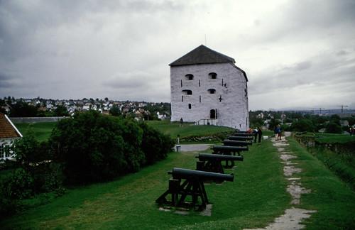 """Norwegen 1998 (452) Kristiansten festning • <a style=""""font-size:0.8em;"""" href=""""http://www.flickr.com/photos/69570948@N04/49303802318/"""" target=""""_blank"""">Auf Flickr ansehen</a>"""
