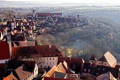 Old Walls | View from above (picsessionphotoarts) Tags: bayern bavaria deutschland germany nikonphotography nikonfotografie landscape nikond850 frankenhöhe whatevertheweather festbrennweite rothenburg rothenburgobdertauber franken ローテンブルク・オプ・デア・タウバー afsnikkor50mmf14g citywalls stadtmauern historisch historical