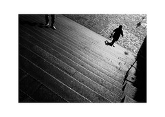 Luzern (SinoLaZZeR) Tags: 瑞士 卢塞恩 琉森 古城 古城区 黑白 人影 街头摄影 胶卷 胶卷照片 胶片 徕卡 35mm summaron35f28 summaron leica leicam2 m2 schweiz swiss switzerland luzern lucerne street streetphotography schwarzweiss streetlife blackwhite blackandwhite bw monochrom monochrome kodak trix 400 kodaktrix400 urban urbanlife 欧洲 filmisnotdead analogue