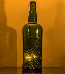Silvester in der Flasche! (Günter Hentschel) Tags: deutschland germany germania alemania allemagne europa nrw hentschel flickr 2019 dezember2019 12 dezember silvester whisky flasche fete party spas freunde nikon nikond5500 d5500