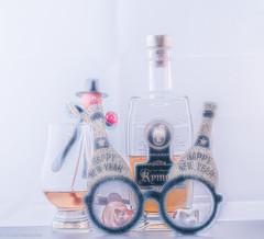 Silvester 2019 ( Das ist ein guter Tropfen ) (Günter Hentschel) Tags: deutschland germany germania alemania allemagne europa nrw hentschel flickr 2019 dezember2019 12 dezember silvester whisky flasche fete party spas freunde nikon nikond5500 d5500