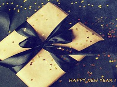 Wishing you all a very Happy New Year!!! (verabellapiccolachiaragloria) Tags: present gift black gold
