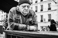 Mann (rainerneumann831) Tags: bw blackwhite street streetscene ©rainerneumann urban monochrome candid city streetphotography blackandwhite paris mann