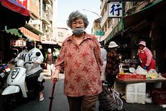 The Shopper (jeremy_d_smith) Tags: fuji fujifilm fujinon fujix fujixseries xseries x fujilove taiwan kaohsiung xt3 street streetphotography urban classicchrome xf16mm xf16mmf14
