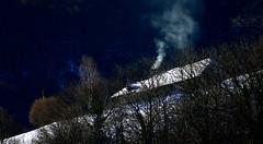 Galade (Vallée de Campan, Hautes-Pyrénées, Fr) – 2020 : Plus personne sans foyer ! (caminanteK) Tags: laséoube valléedecampan bigorre hautespyrénées fumée neige hiver foyer