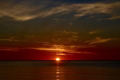 SIEMPRE AMANECE OTRO DIA (marthinotf) Tags: amanacer sol agua cielo nubes pesca cieloalamanecer