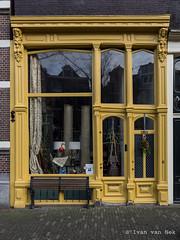 Leliegracht, Amsterdam (Ivan van Nek) Tags: leliegracht amsterdam yellow noordholland thenetherlands nikond7200 nikon sigma1770 geel facade doorsandwindows ramenendeuren 2019
