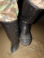 Nora Night (essex_mud_explorer) Tags: nora dolomite dolomit noradolomite noradolomit wellies wellingtons wellington wellingtonboots boots welly pvc rubber rubberboots pvcboots gummistiefel gumboots rainboots rubberlaarzen