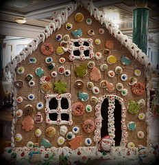 Gingerbread windows (boeckli) Tags: sydney xmasdecorations 023379 norwegianjewel lebkuchen gingerbread fenster windows windowwednesdays dwwg indoor dekoration decorative bunt building buildingstructure wednesdaywalls weihnachten haus colourful colorful colours colors colour rx100m6