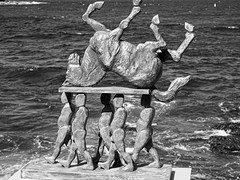 on their shoulders (grannie annie taggs) Tags: sculpture monochrome figures