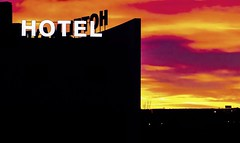 HOTEL (Lea Ruiz Donoso) Tags: amanecer sunrise dawn sun hotel skyline color silueta comunidaddemadrid madrid españa spain