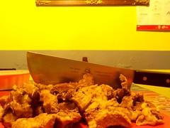Suadero (Juan Xic Eseyosoyese) Tags: tacos de suadero cuchillo machete carne res méxico taquero preparando la picandola cortar antes feliz año nuevo 2020 foodporn vencorn steel trozos comida aquí dorar en aceite viva vida gastronomía mexicana nikon coolpix instapic último día