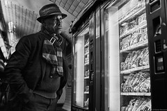 Paris Métro (rainerneumann831) Tags: bw blackwhite street streetscene ©rainerneumann urban monochrome candid city streetphotography blackandwhite paris métro mann