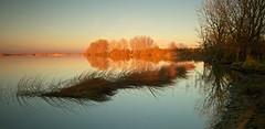 Al ponerse el sol (pascual 53) Tags: canon 5ds ocaso puestadesol 35mm laguna navarra reflejos calma larga exposicion colores