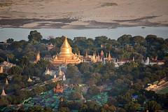Mongolfière à Bagan