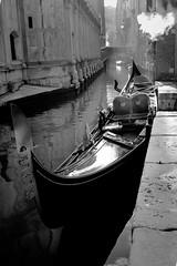 Venezia (Dominanosctre) Tags: venezia night gondola bw
