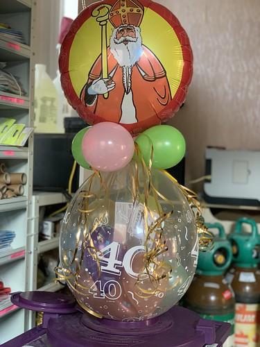 Kadoballon 40 Jaar Sinterklaas met Ballon bovenop