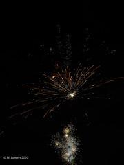 Neujahrsfeuerwerk (markbangert) Tags: tags gutes neues happy new year fireworks feuerwerk pyrotechnics pyrotechnik gunpowder schiesspulver schwarzpulver celebrations feinstaub particulates nikon fx z6
