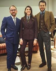 Lucia (bof352000) Tags: woman tie necktie suit shirt fashion businesswoman elegance class strict femme cravate costume chemise mode affaire