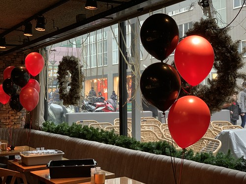 Tafeldecoratie 4ballonnen Cafe in the City Kerst Ruth Jacott