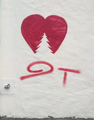 9Tram Fjellveien December 2019 (svennevenn) Tags: 9tram stencils bergen gatekunst streetart hjerter hearts juletrær christmastrees
