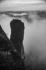 Hexenküche am Teufelsturm (matthias_oberlausitz) Tags: teufelsturm felsen elbsandsteingebirge elbe elbtal nebel nebelmeer wolken sachsen saxony sächsische schweiz morgen