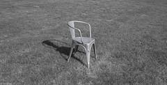 Leeg (Tim Boric) Tags: stoel chair gras grass